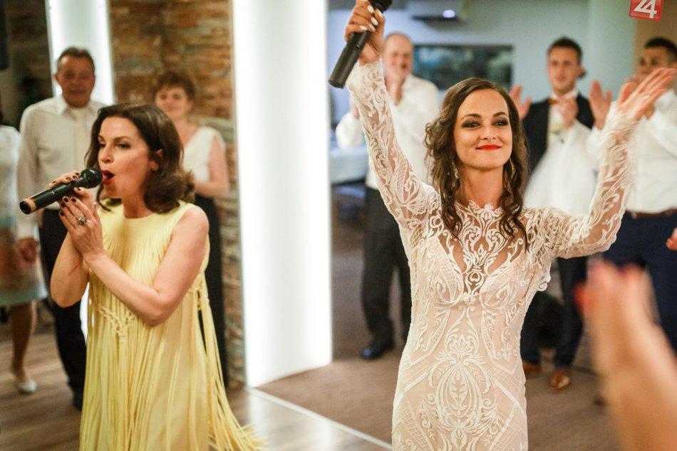Speváčka Nika Karch je už pod čepcom: Poskytla nám zábery zo svadby