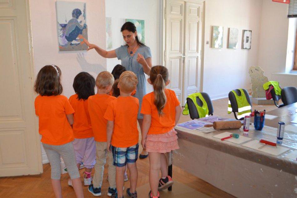 Obrazom: Galerijno-pedagogické hodiny kvýstave Žiť pre deti z MŠ