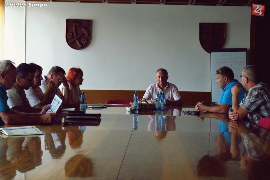 Obrazom: Stretnutie poslancov a štatutára MFK Rožňava