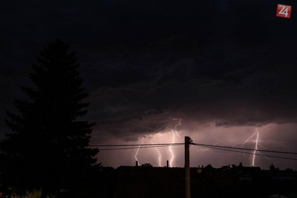 Júlová búrka nad Bešeňovom v okrese Nové Zámky