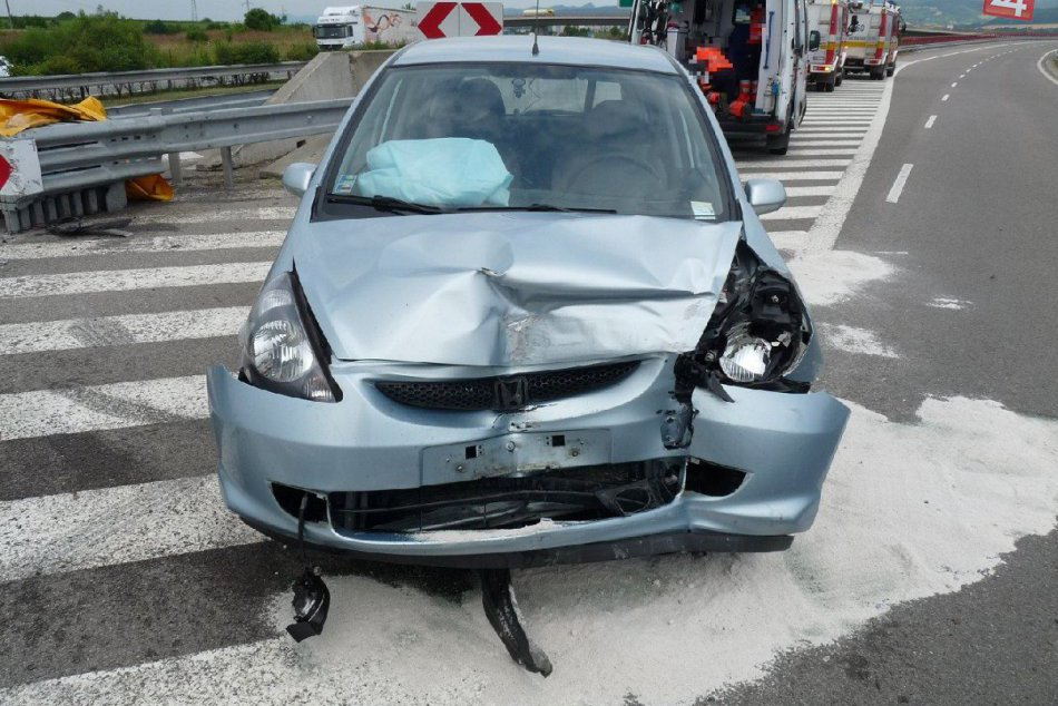 Dopravná nehoda kúsok od Považskej: Diaľnicu museli uzatvoriť