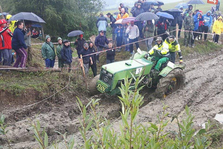 Papradňanský boľceň 2017: Pozrite, ako traktory súperili s blatom a vodou