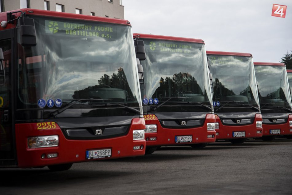 38 nových autobusov DPB