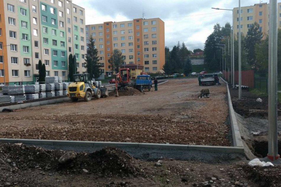 OBJEKTÍVOM: Na sídlisku Mier sa už pracuje na novom parkovisku