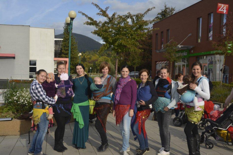 Mamičky sa zabávali v centre Považskej: Nechýbal ani brušný tanec