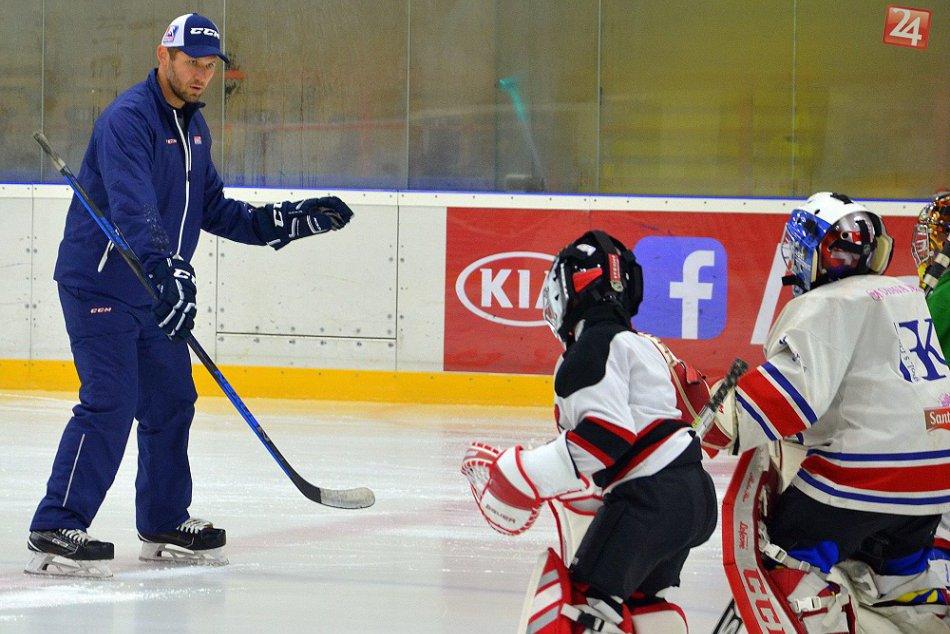 FOTO: Veľký zážitok pre humenské hokejové nádeje. Trénovali ich majstri sveta!