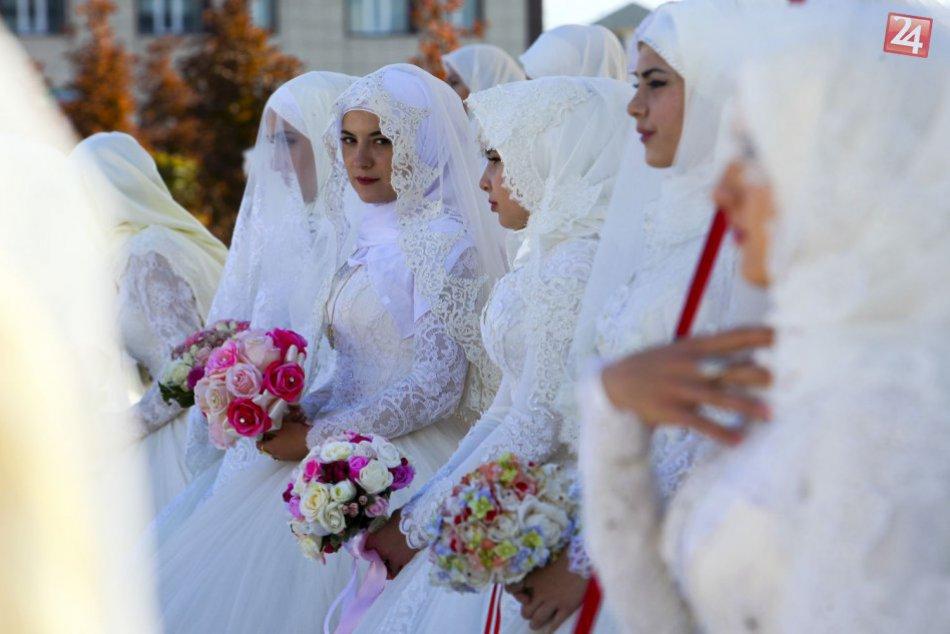 KURIOZITA DŇA: Počas osláv sa v ruskom meste zosobášilo 199 párov