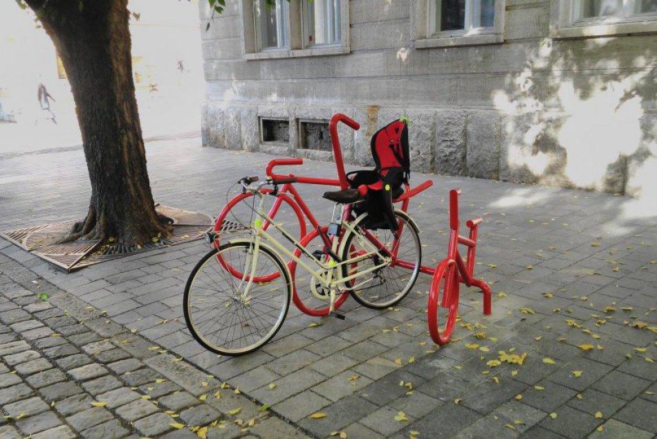 Nové cyklostojany v Starom Meste