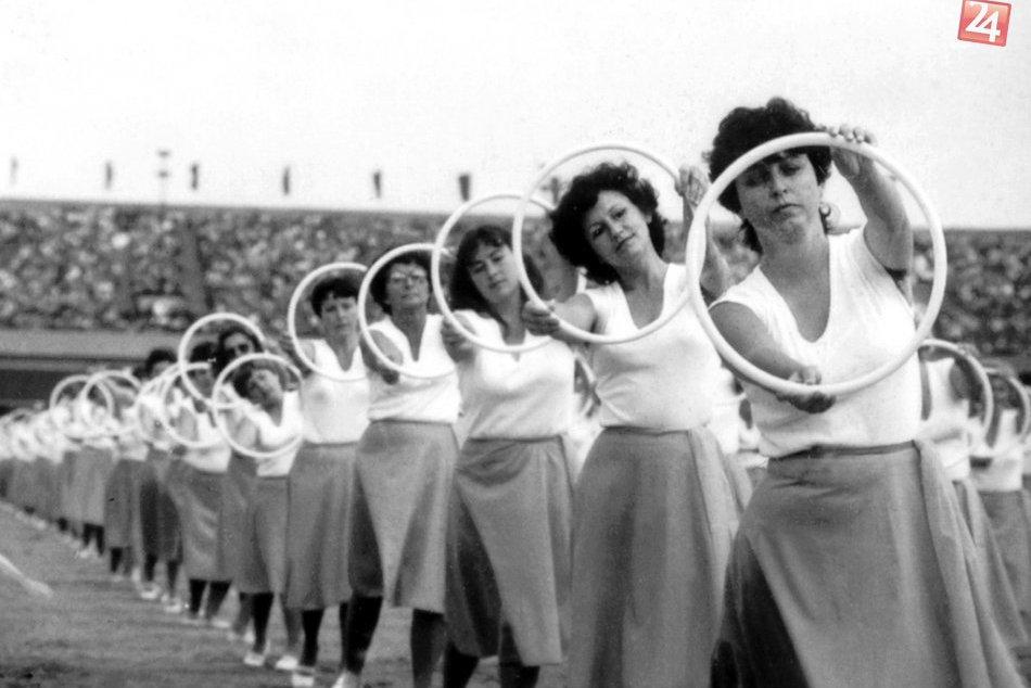 Spartakiáda bola masová udalosť: Takto sa kedysi na štadiónoch cvičilo