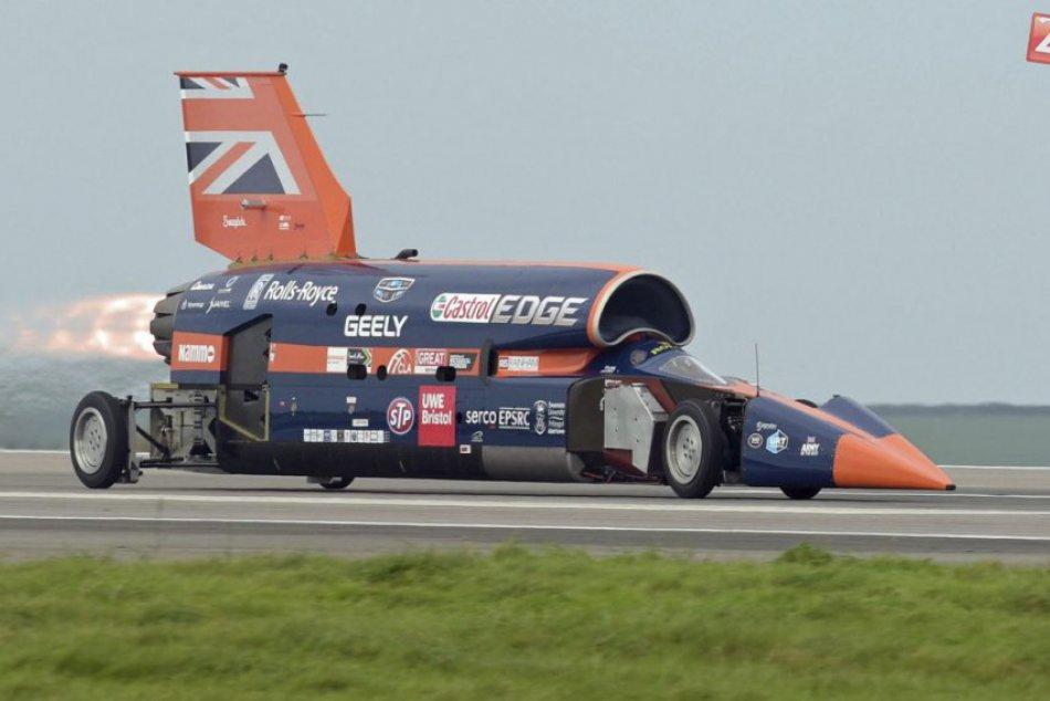 Nadzvukový automobil ukázali v plnej kráse, chcú pokoriť rekord