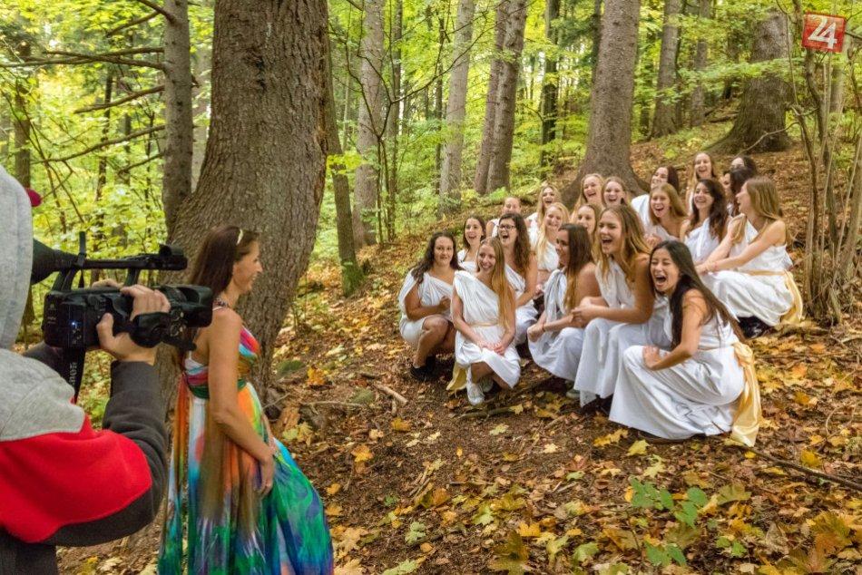 V OBRAZOCH: Bystrickí maturanti sa predviedli v úlohách bohov a bohýň