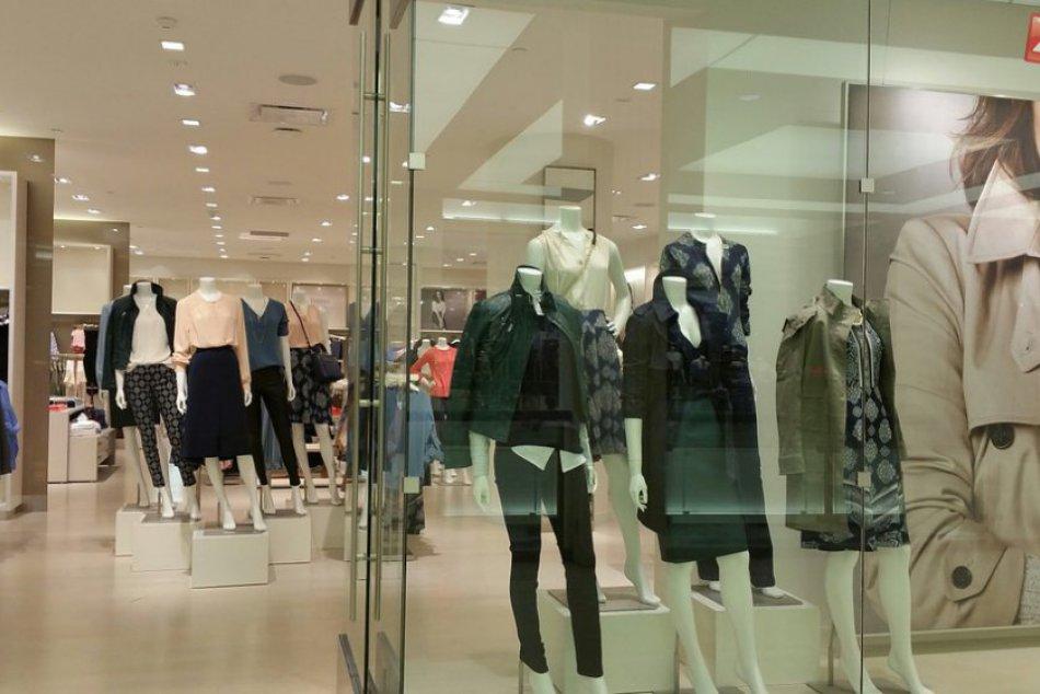 V ktorých obchodoch s oblečením utrácajú Slováci najviac peňazí ... 67f7bb22bec
