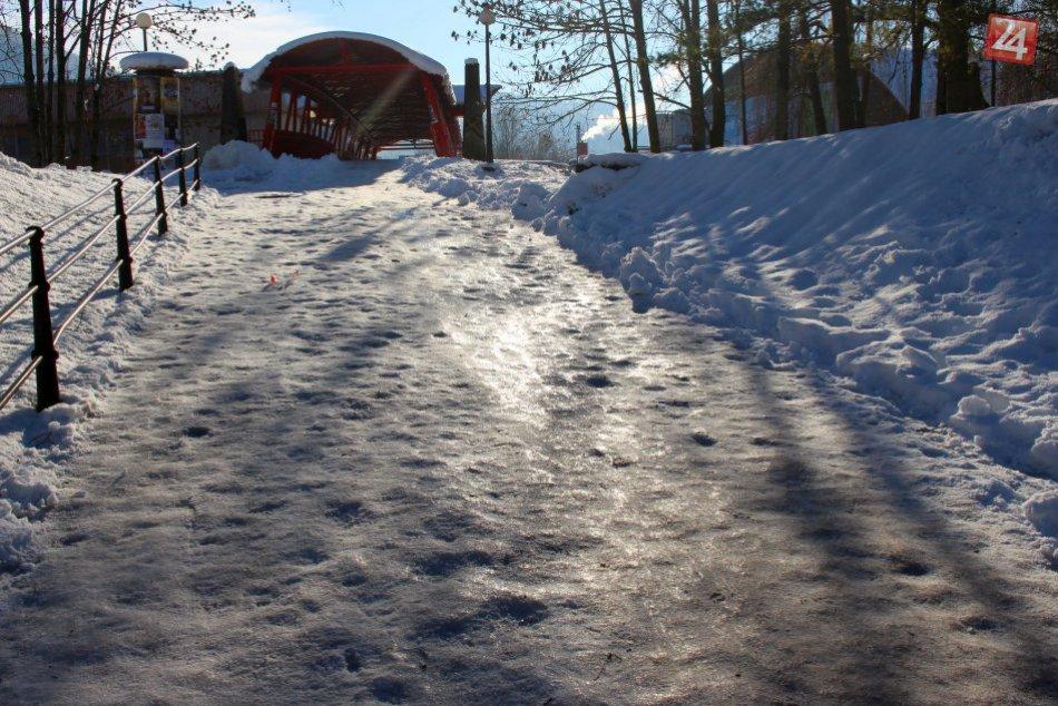 V OBRAZOCH: Chodníky v Bystrici sú výzvou pre chodcov aj kočíky