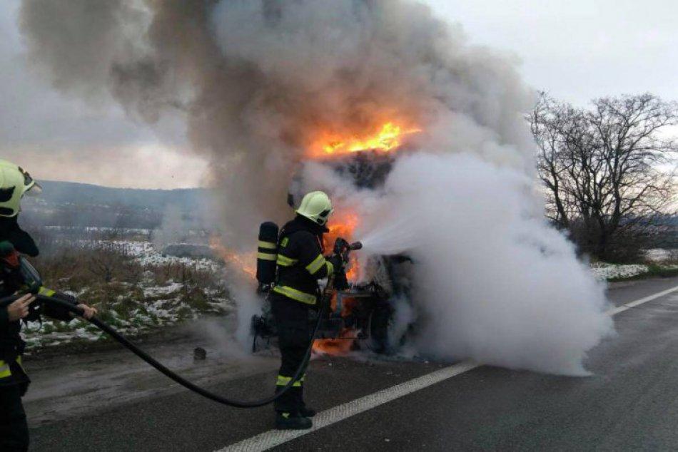 Požiar nákladného auta v Bratislave