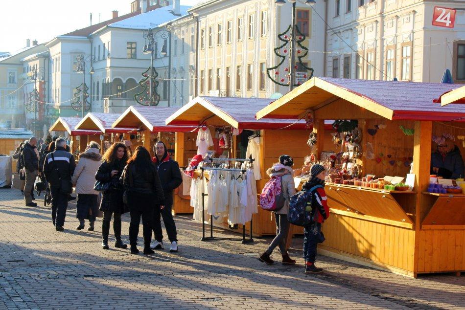 V OBRAZOCH: Vianočné trhy v Bystrici. Lákajú na dobroty aj remeslá