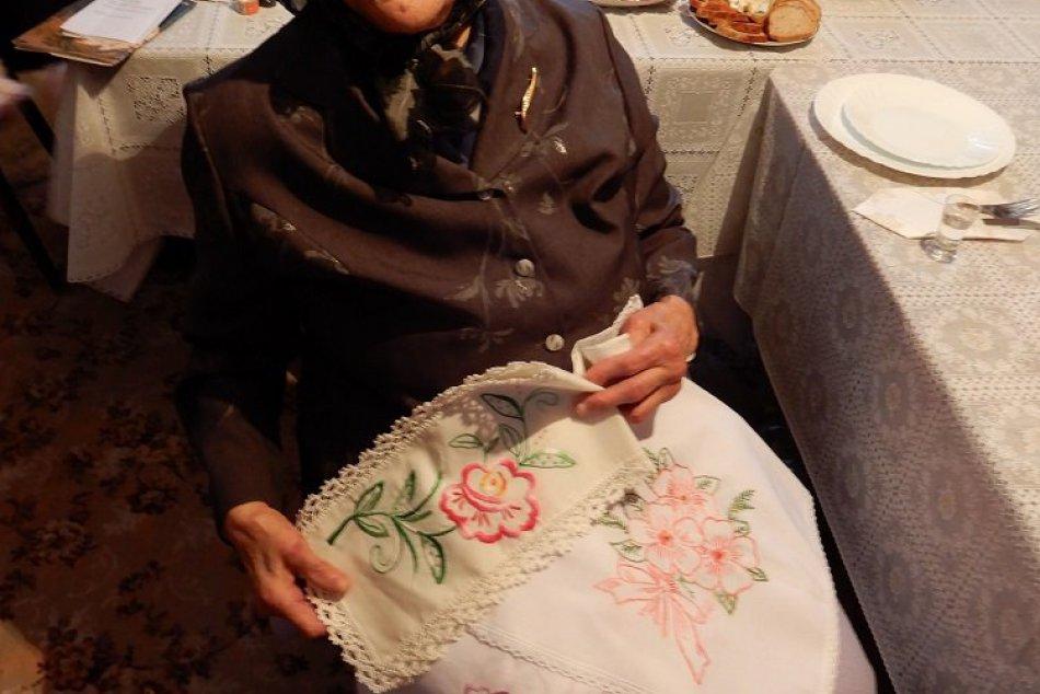 Kreslí či vyšíva aj dnes: Pani Anna z Ohradzian oslávila 100. narodeniny, FOTO