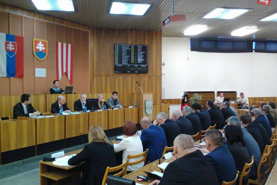 Považskobystrickí poslanci rozhodovali o rozpočte: Zábery zo zasadnutia