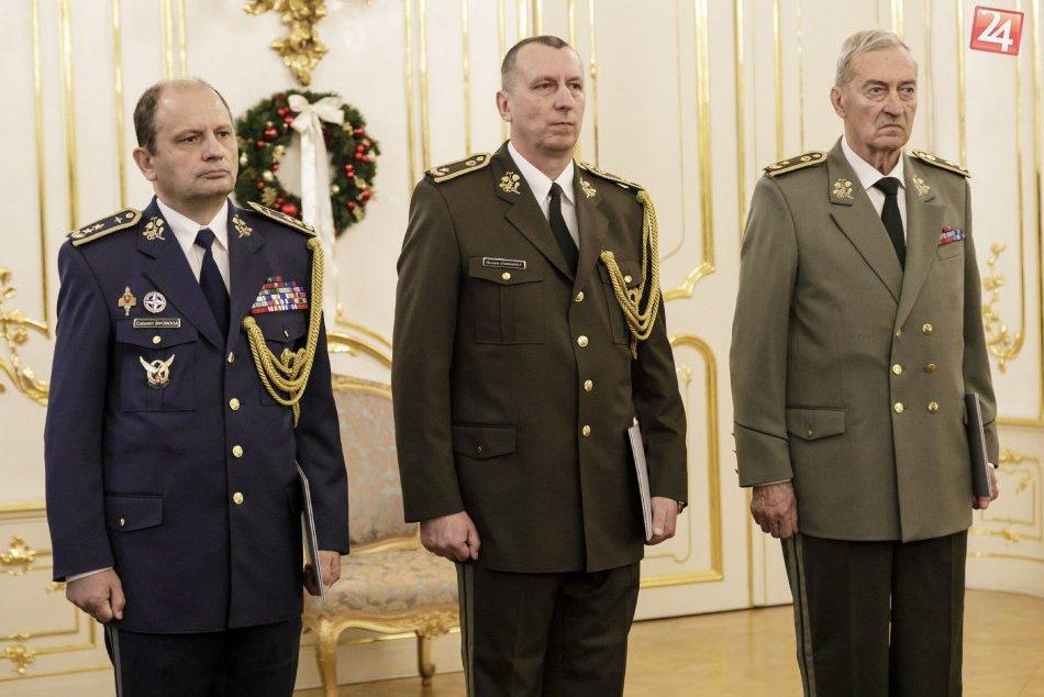 V OBRAZOCH: Kiska vymenoval a povýšil do funkcie troch generálov OS SR