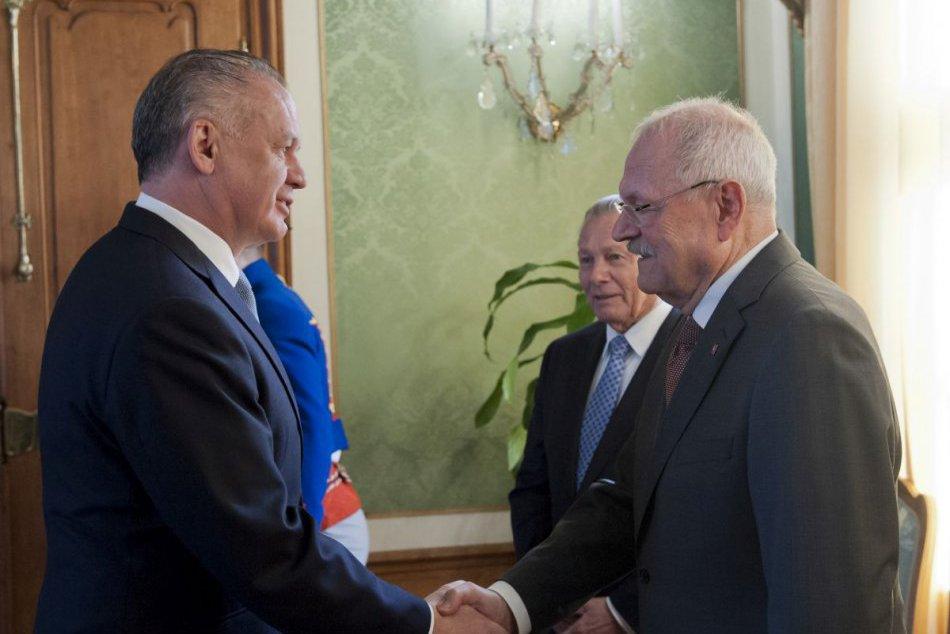 Prezident Kiska obedoval s predchodcami Schusterom a Gašparovičom