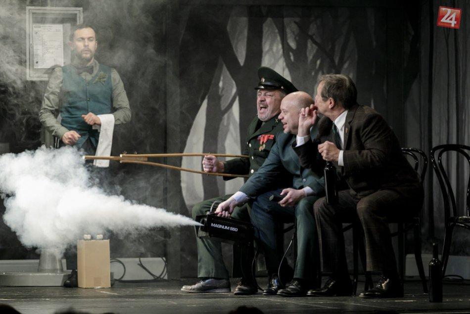 Inscenácia Lásky jednej plavovlásky v Divadle Astorka