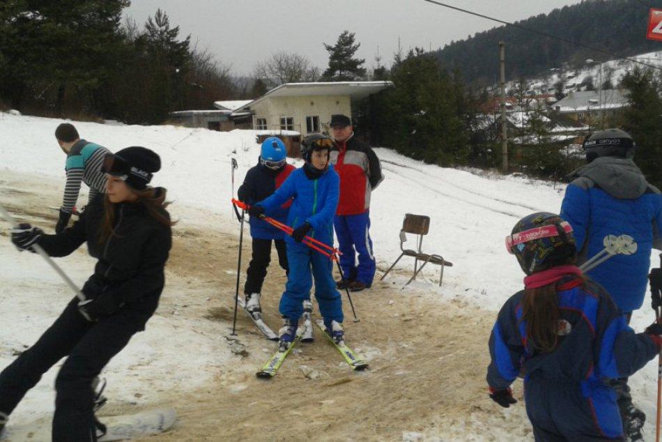 Priamo v Považskej Bystrici sa už lyžuje: Pozrite, ako to vyzeralo na Maškovej