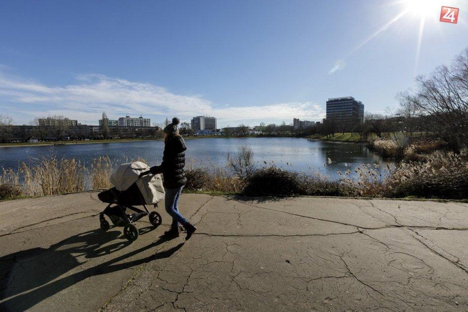 Blíži sa zmena počasia: Cez víkend sa môže otepliť až na 20 °C