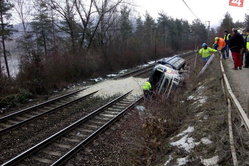 Autonehoda pri Milochove zapríčinila obmedzenie dopravy