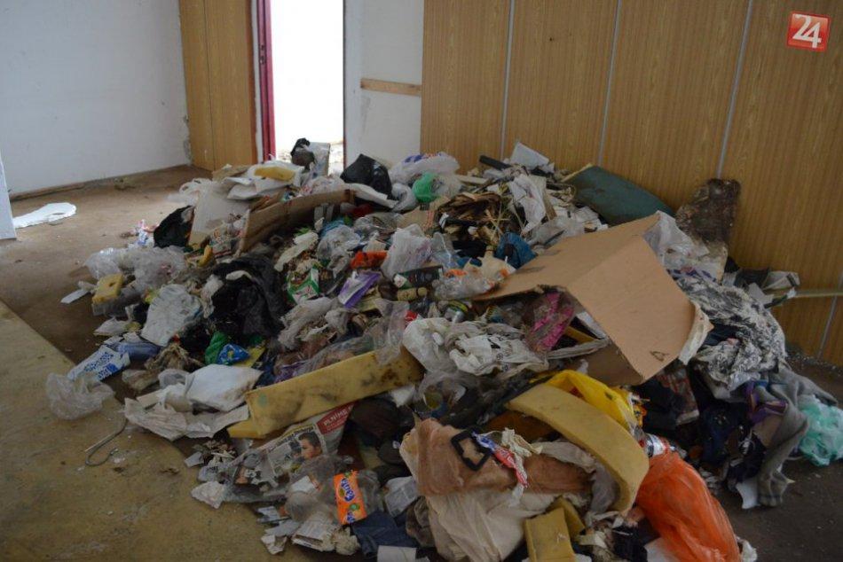Práce na nitrianskom Orbise sa začali: Z priestorov odvážajú tony odpadu, FOTO