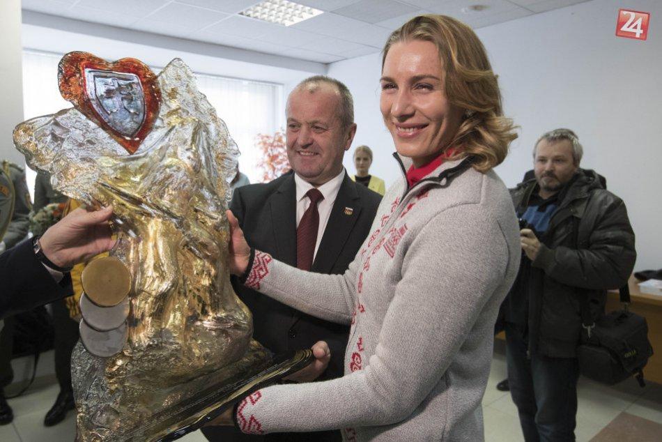 V OBRAZOCH: Kuzminová sa dočkala darov od ministra