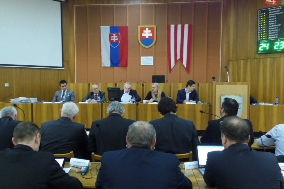 Marcové zastupiteľstvo v Považskej Bystrici: Hlasovanie o odmene kontrolórovi