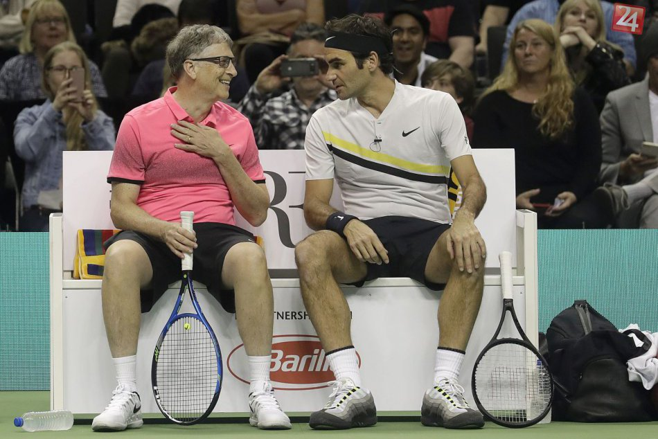 S Federerom si tenis zahral aj Bill Gates