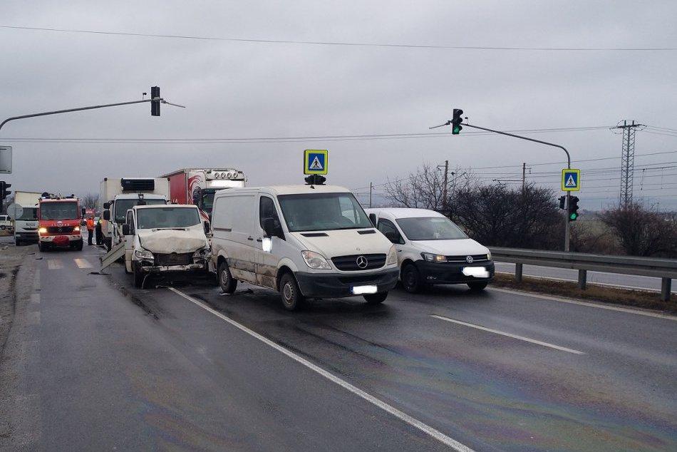 Na rýchlostnej ceste na Pereši došlo k dopravnej nehode, zábery priamo z miesta!
