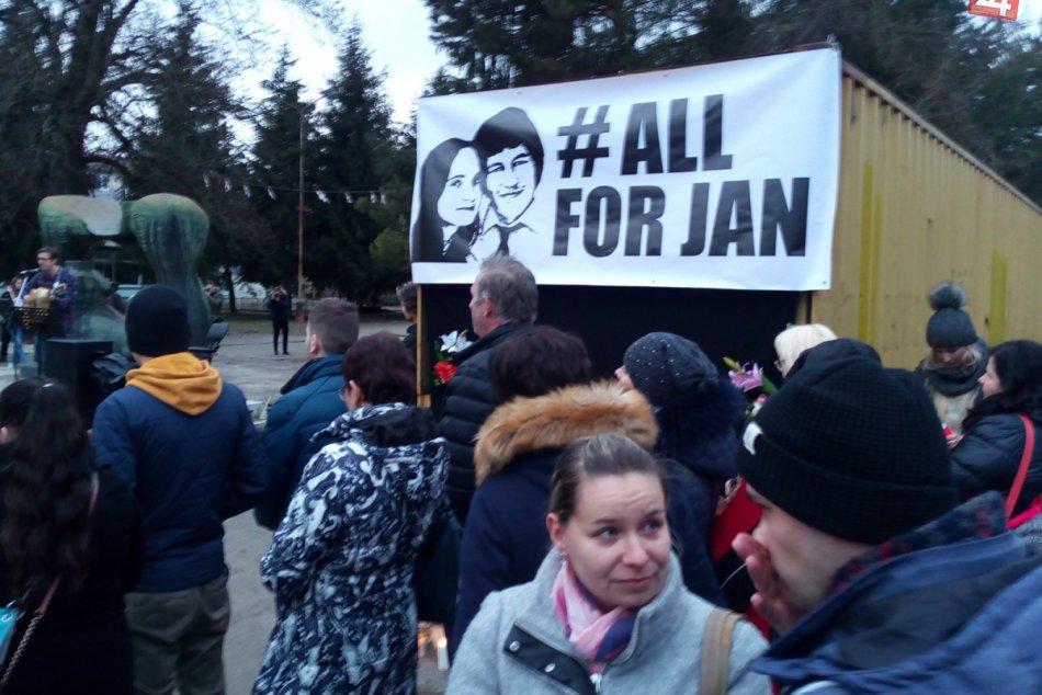 Považskobystričania demonštrovali: Zábery priamo z centra diania