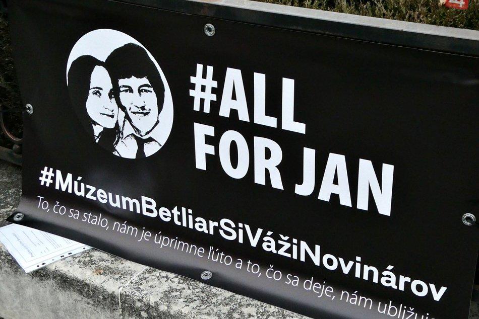"""Obrazom: Zhromaždenie """"Postavme sa za slušné Slovensko"""" v Rožňave"""