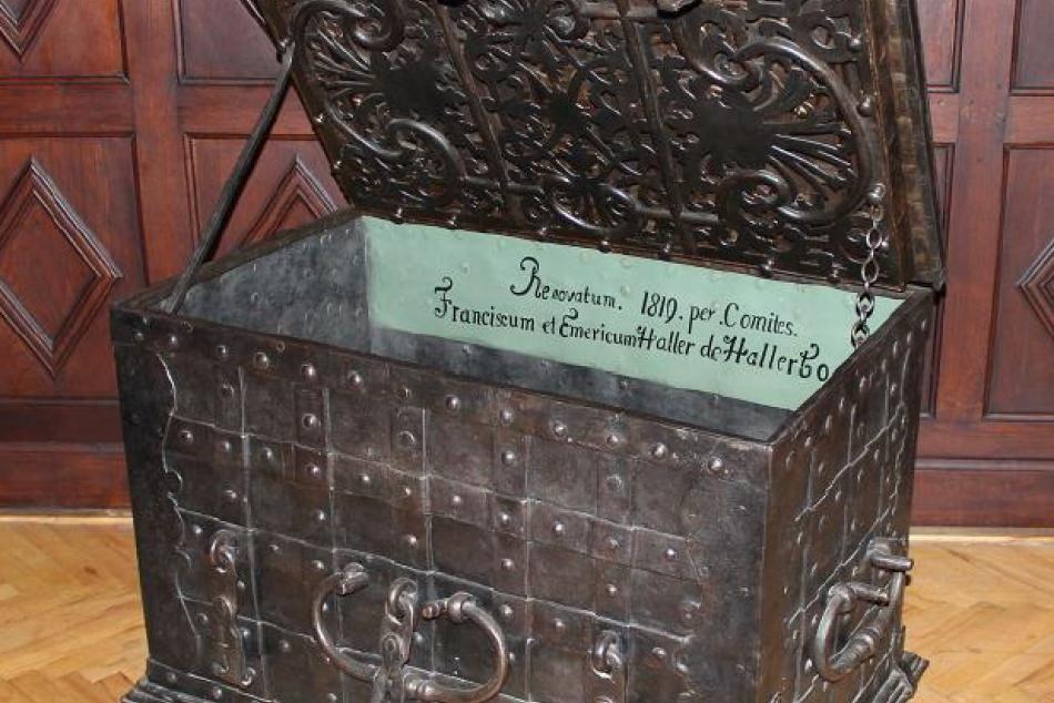 NA FOTKE: Unikátny trezor nachádzajúci sa v humenskom zámku
