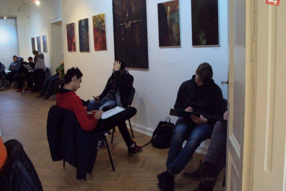 Obrazom: Študenti v galérii