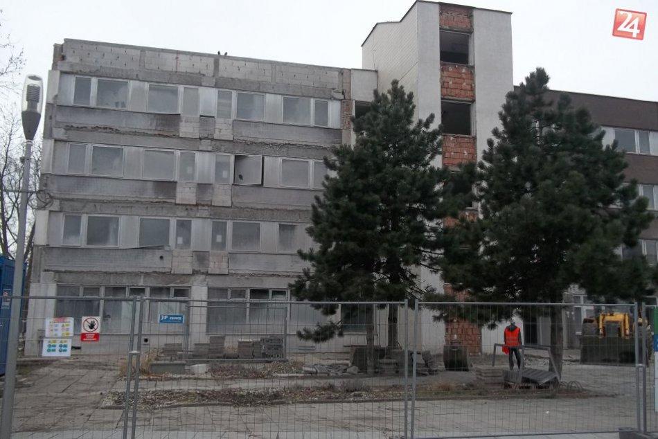 FOTO, Šaliansky úrad je na nepoznanie: Vnútri už zúria zbíjačky