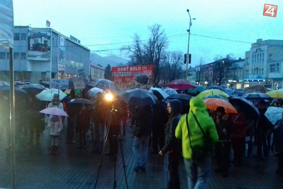 Veľká FOTOGALÉRIA: Prinášame vám momentky z humenského protestu
