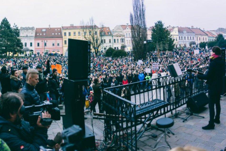 Prešovčanka Viktória na protestoch: Podporila ich piesňami Karla Kryla