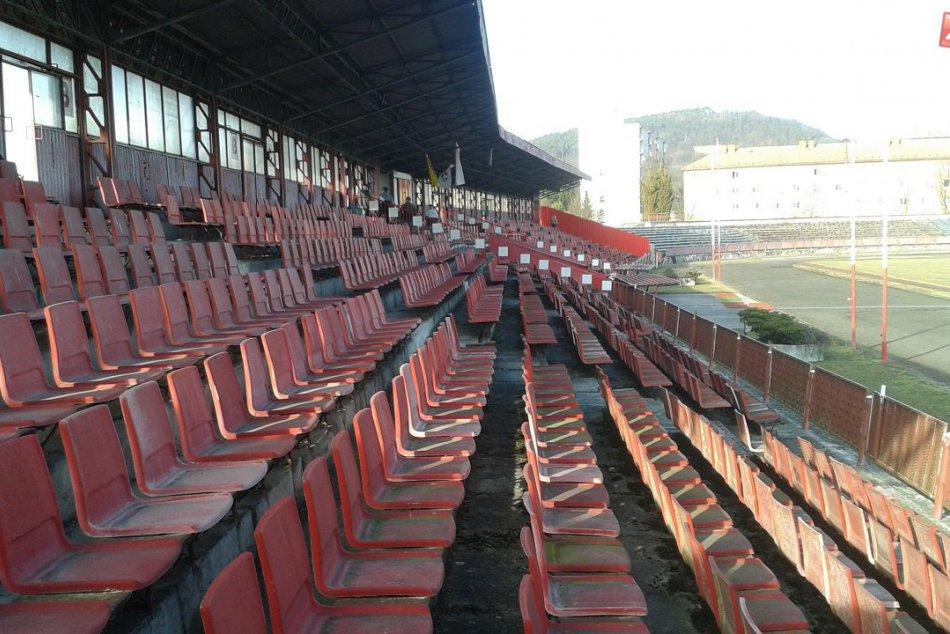 Futbalový štadión v Považskej Bystrici: Tento stav by už dlho trvať nemal