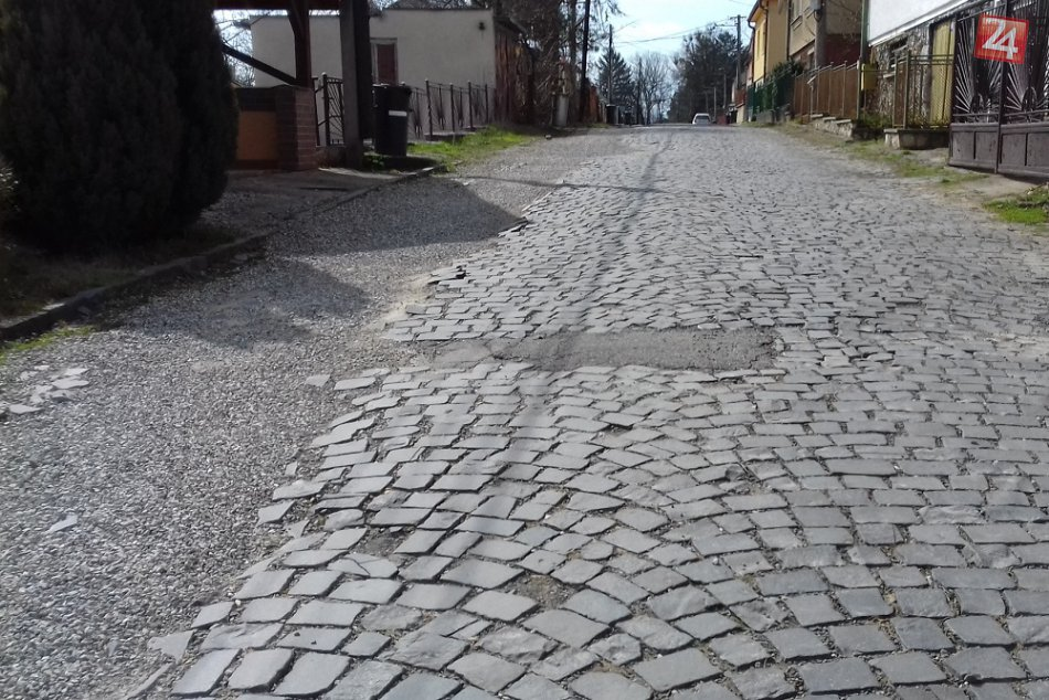 FOTO: V takomto stave je jedna z najstarších ciest v Humennom, obnovia ju