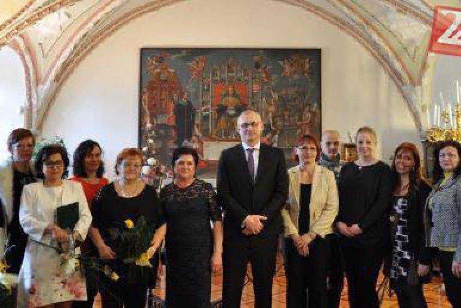 FOTO: Ocenení učitelia z Hlohovca