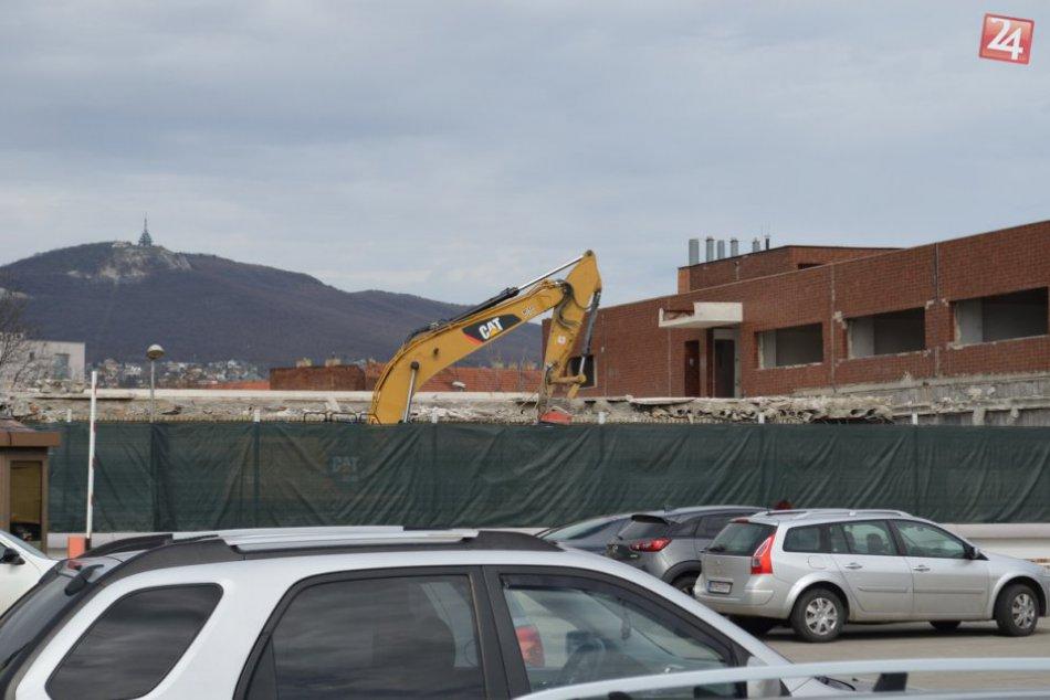 FOTO: Začali sa búracie práce, bývalý Orbis v centre Nitry bude čoskoro minulosť