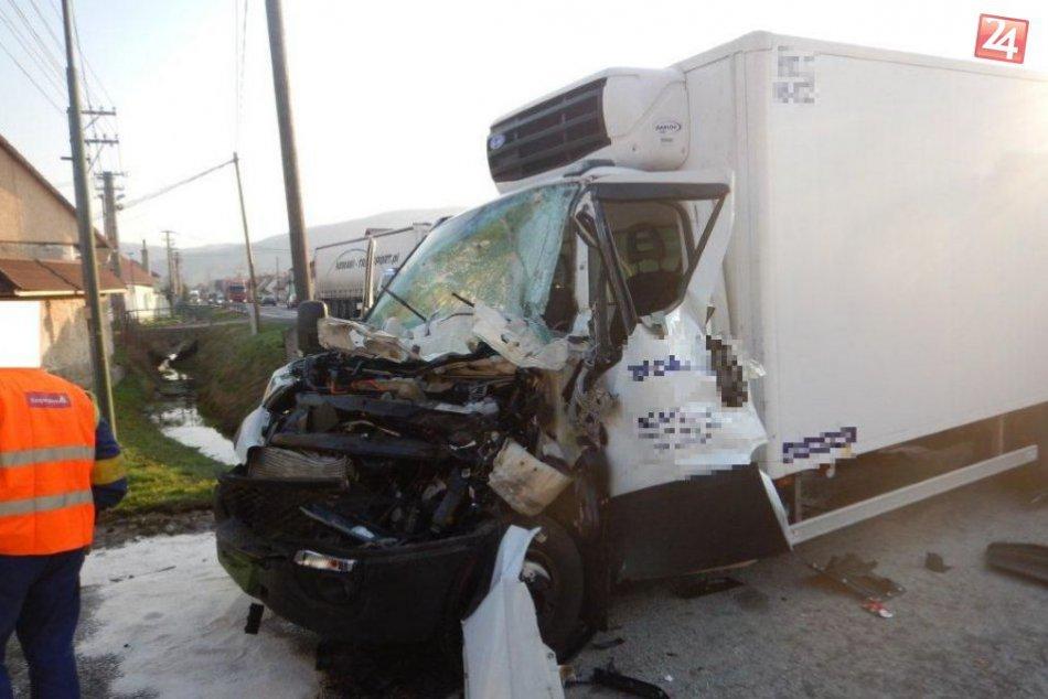 V OBRAZOCH: Zábery z miesta nehody nákladiakov pri Zvolene