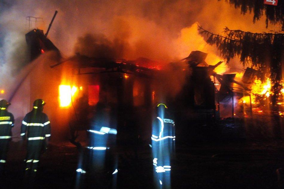 Požiar v areáli bývalej školy v Považskej: Zábery priamo z miesta!