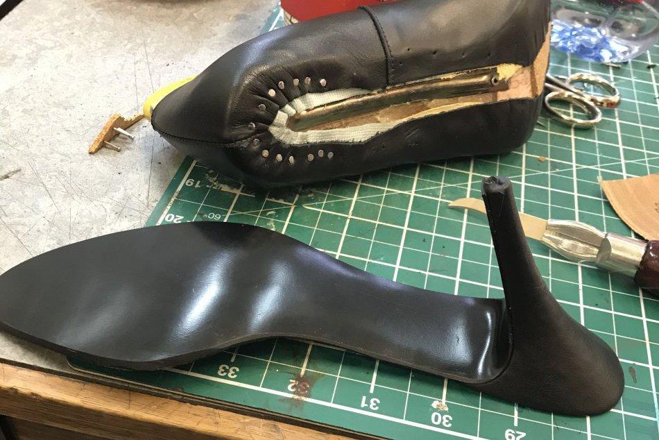 V OBRAZOCH: Študentka Terézia navrhuje v Londýne vlastné topánky