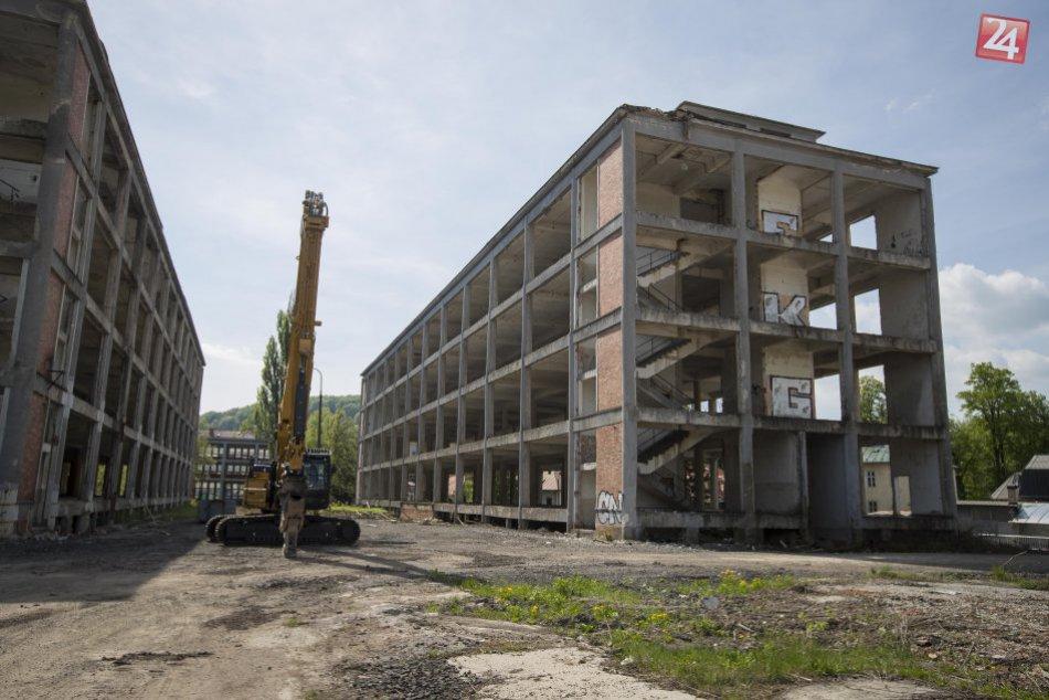 V OBRAZOCH: V areáli bývalej Slovenky sa začali búracie práce