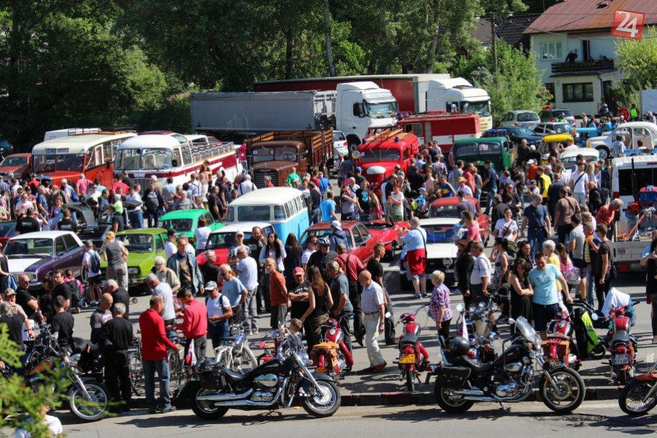 V OBRAZOCH: Bystričania obdivovali historické motorky aj nákladiaky