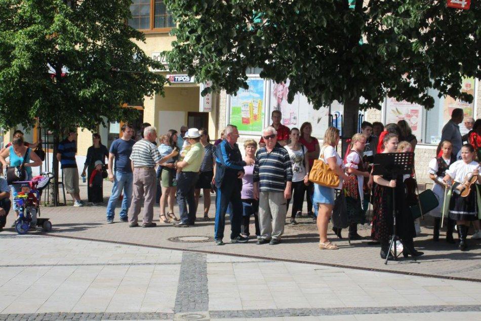 Stavanie mája v Zlatých Moravciach