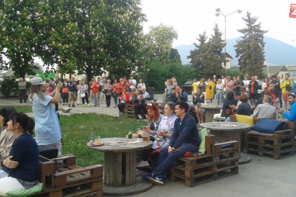 Demonštrácie Za slušné Slovensko sa vrátili: Zábery priamo z Považskej Bystrice